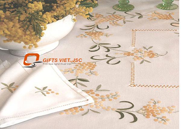 bộ khăn trải bàn 6 khăn ăn thêu tay hoa mimosa
