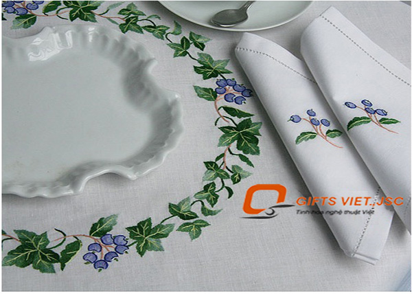 bộ khăn trải bàn 6 khăn ăn thêu tay hoa tím
