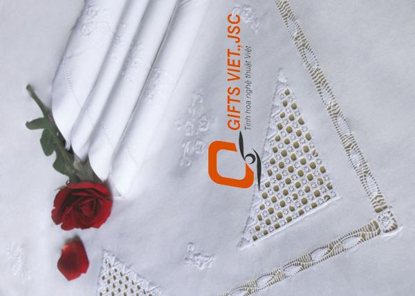 bộ khăn trải bàn 6 khăn ăn thêu tay rua trắng