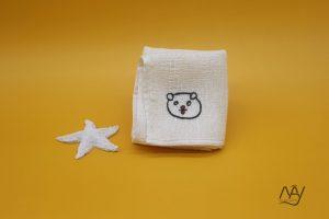khăn mặt tơ tằm thêu tay họa tiết con chó 1