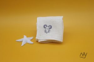 khăn mặt tơ tằm thêu tay họa tiết con chuột 3