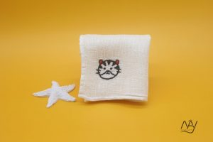 khăn mặt tơ tằm thêu tay họa tiết con hổ 1