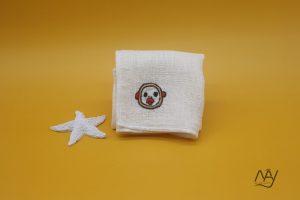 khăn mặt tơ tằm thêu tay họa tiết con khỉ 1