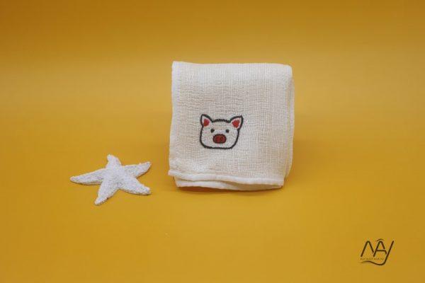 khăn mặt tơ tằm thêu tay họa tiết con lợn 1