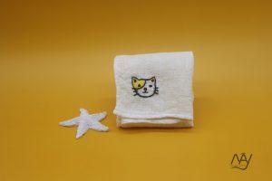 khăn mặt tơ tằm thêu tay họa tiết con mèo 1