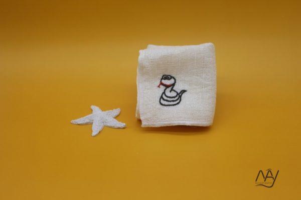 khăn mặt tơ tằm thêu tay họa tiết con rắn 2