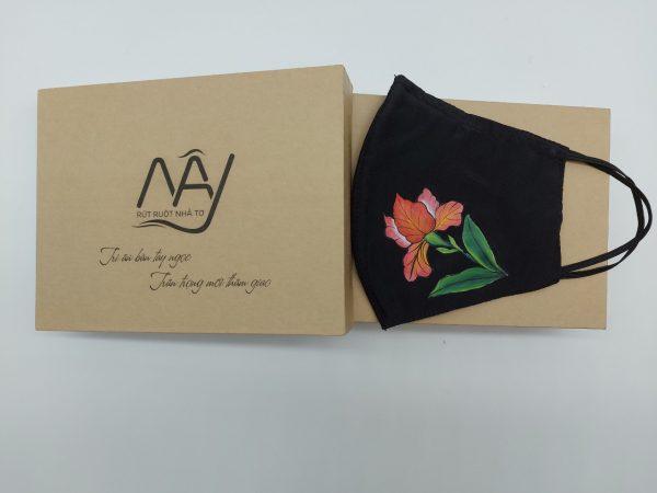khẩu trang lụa tơ tằm vẽ hoa diên vỹ