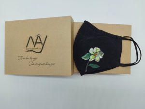 khẩu trang lụa tơ tằm vẽ hoa trà