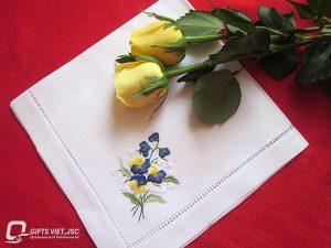 khăn ăn thêu tay hình hoa dại tím