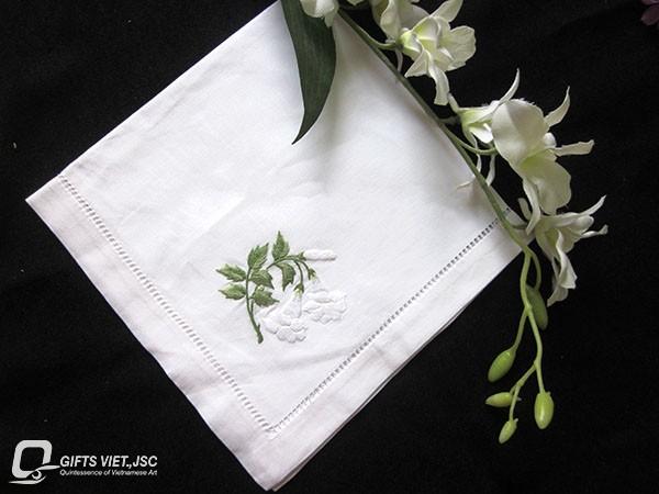 khăn ăn thêu tay hình hoa loa ken