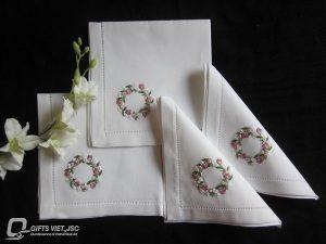 khăn ăn thêu tay hình vòng tròn hoa hồng