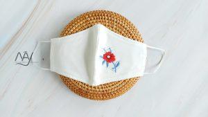 khẩu trang thêu tay hoa đỏ màu trắng 2 scaled