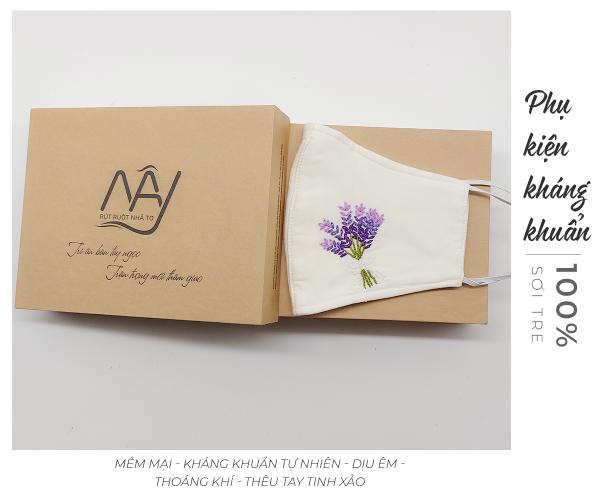 khẩu trang thêu tay lavender màu trắng 1