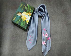 khăn lụa thêu tay hoa anh đào màu ghi 1