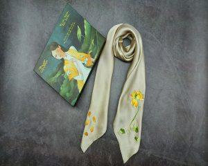 khăn lụa thêu tay hoa sen màu be 1