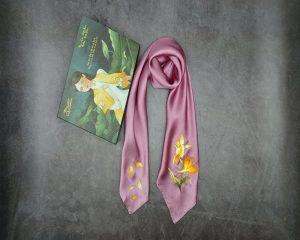 khăn lụa thêu tay hoàng lan màu hồng tím 1