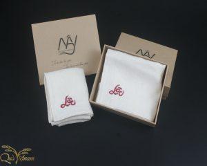 quà tặng đối tác hai khăn mặt tơ tằm thêu chữ lộc