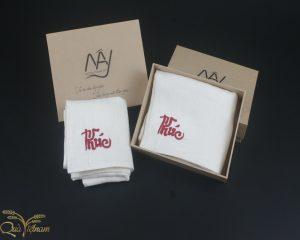 quà tặng đối tác hai khăn mặt tơ tằm thêu chữ Phúc