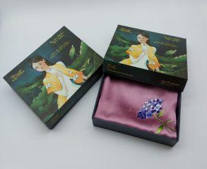 quà tặng đối tác nước ngoài khăn lụa thêu cẩm tú cầu màu hồng 2