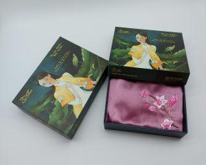 quà tặng đối tác nước ngoài khăn lụa thêu hoa anh đào hồng 5