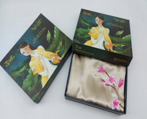 quà tặng đối tác nước ngoài khăn lụa thêu hoa anh đào màu be 3