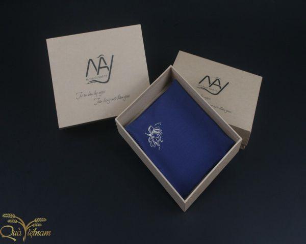 quà tặng đối tác nước ngoài khăn thêu hoa sen màu xanh navy