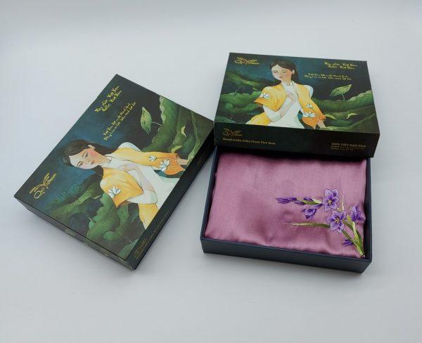 quà tặng ngoại giao khăn lụa thêu lan tím màu hồng 1