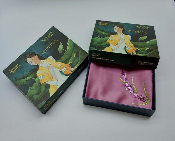 quà tặng ngoại giao khăn lụa thêu lavender hồng 1