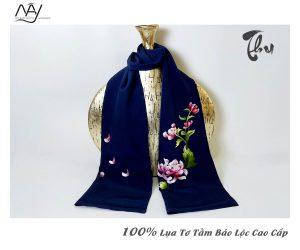 khăn lụa tơ tằm thêu tay hoa cúc màu navy 5