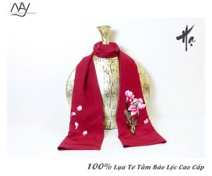 khăn lụa tơ tằm thêu tay hoa sen màu đỏ 3