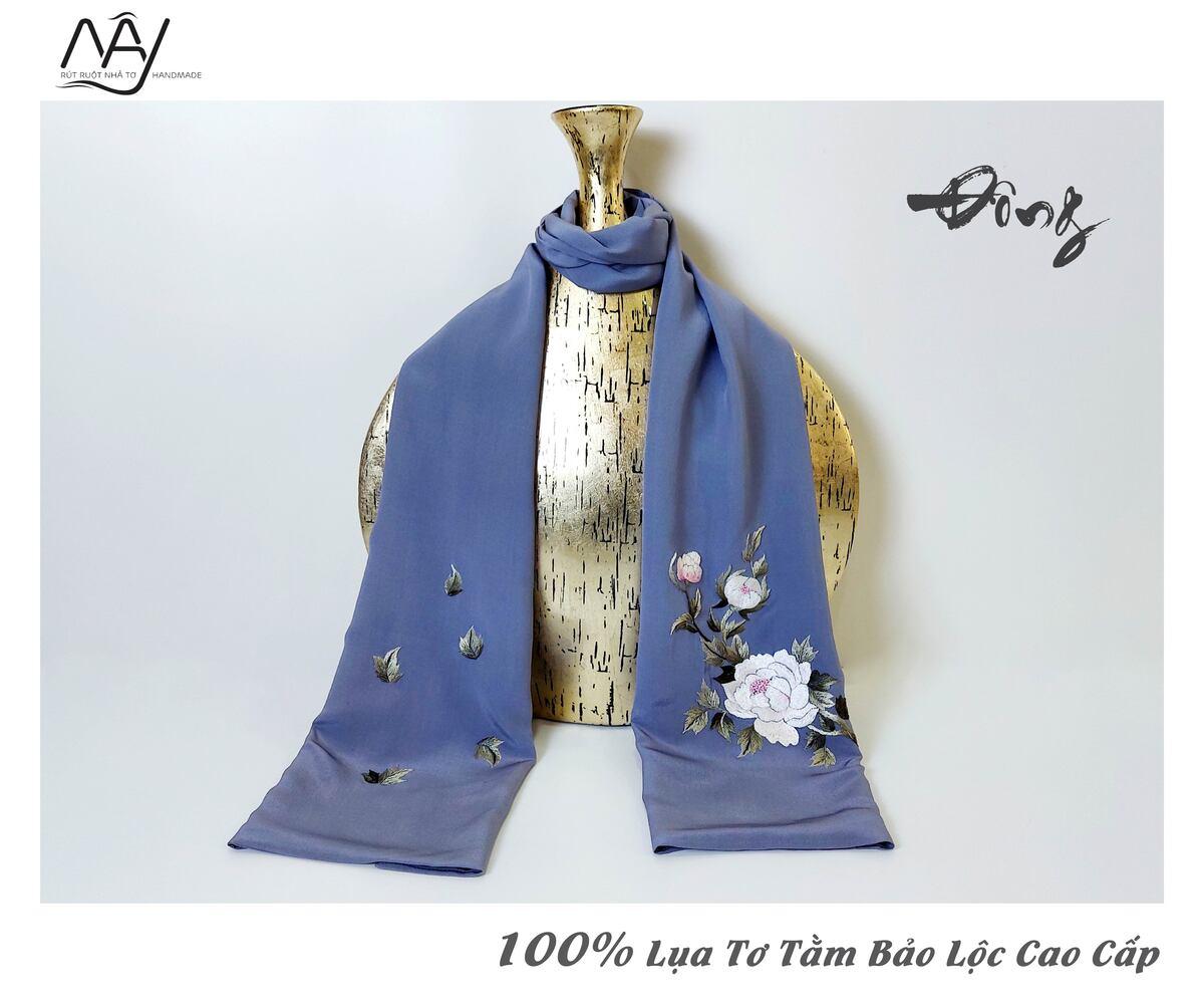 khăn lụa tơ tằm thêu tay mẫu đơn màu ghi 3