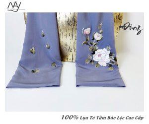 khăn lụa tơ tằm thêu tay mẫu đơn màu ghi 5