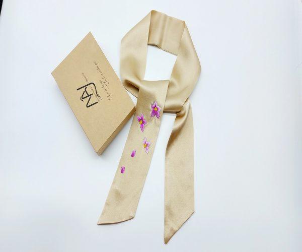 khăn lụa tơ tằm thêu tay hoa lan tím màu be 2