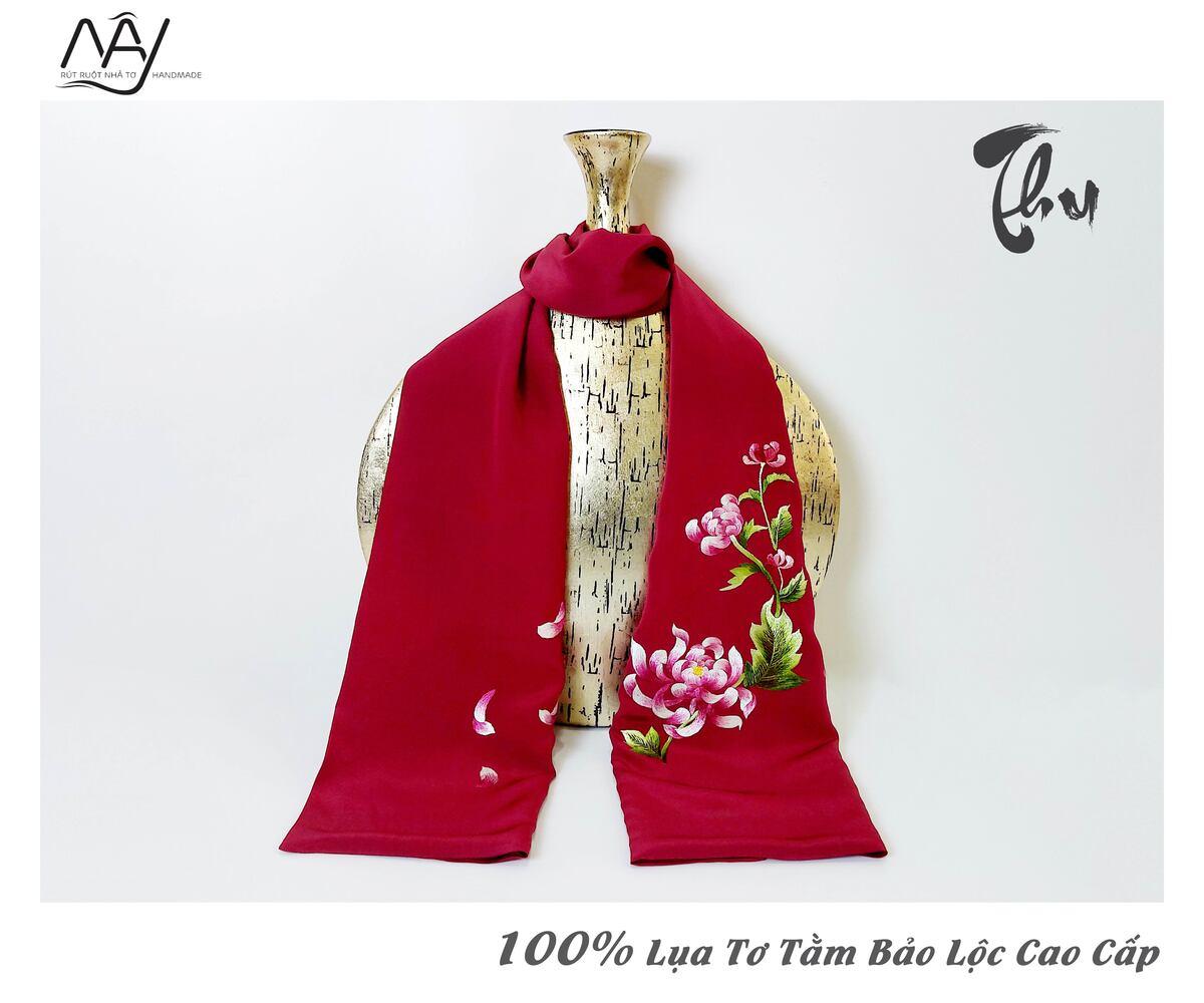 quà tặng đối tác nước ngoài khăn thêu hoa cúc màu đỏ 1