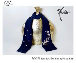quà tặng đối tác nước ngoài khăn thêu hoa đào màu navy 1