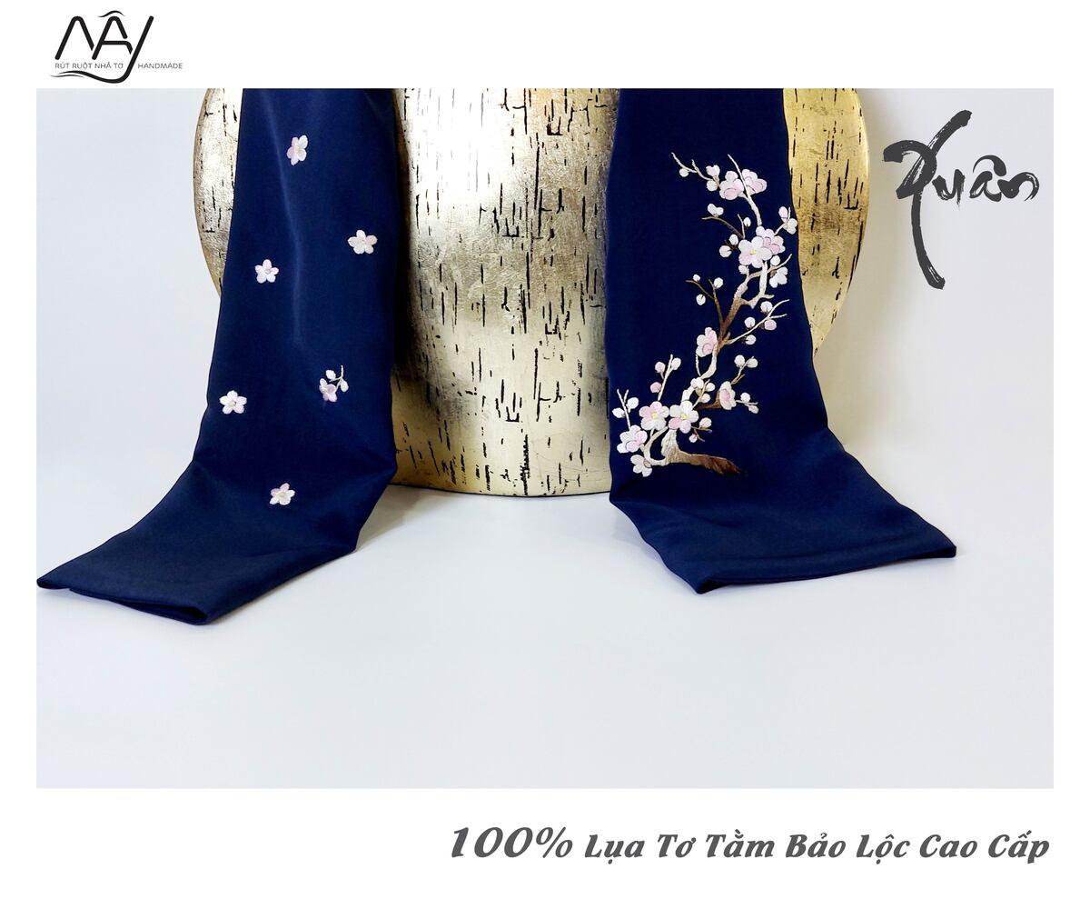 quà tặng đối tác nước ngoài khăn thêu hoa đào màu navy 3
