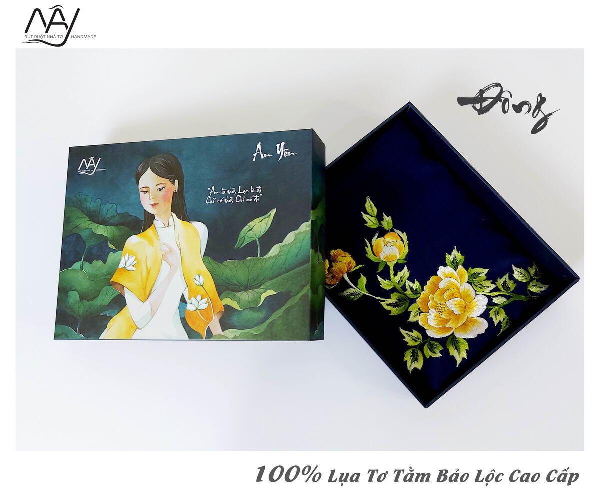 quà tặng đối tác nước ngoài khăn thêu hoa mẫu đơn màu navy 1