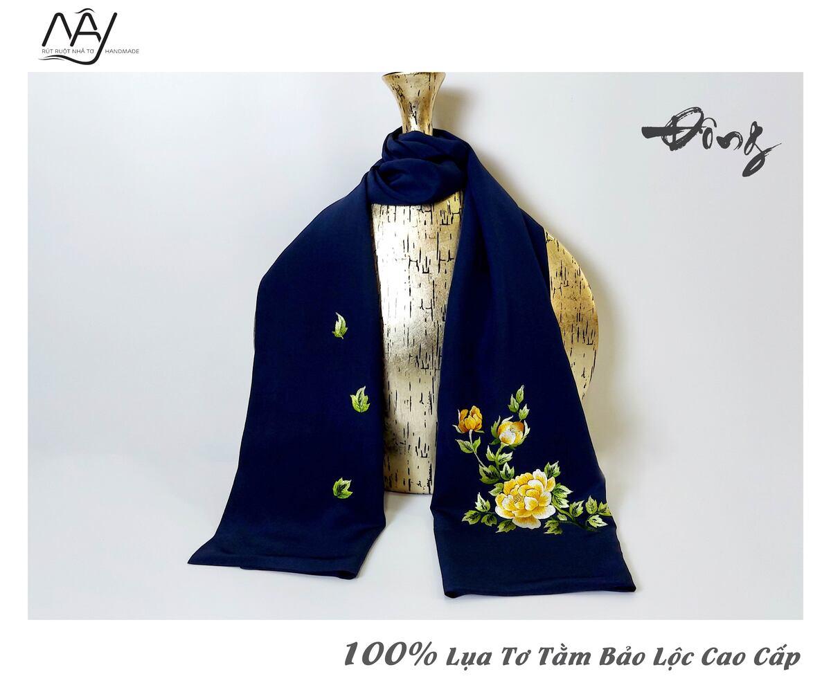 quà tặng đối tác nước ngoài khăn thêu hoa mẫu đơn màu navy 3