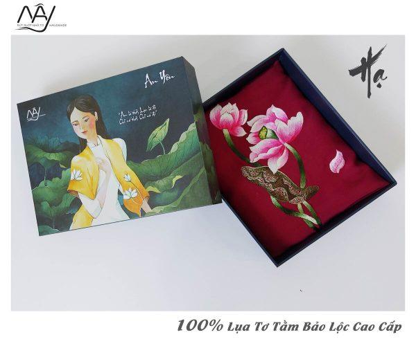 quà tặng đối tác nước ngoài khăn thêu hoa sen màu đỏ 2