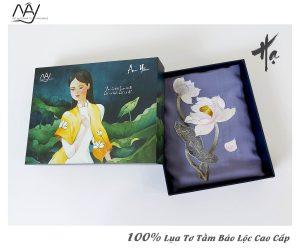 quà tặng đối tác nước ngoài khăn thêu hoa sen màu ghi 4