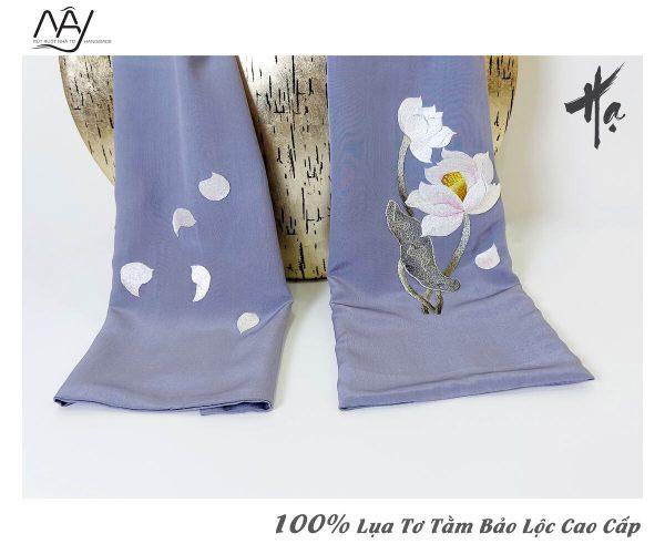 quà tặng đối tác nước ngoài khăn thêu hoa sen màu ghi 5