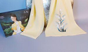khăn lụa thêu tay hoa linh lan vàng 2