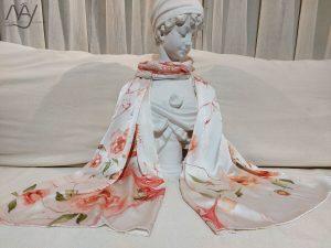 khăn lụa tơ tằm vẽ tay hoa hồng 2