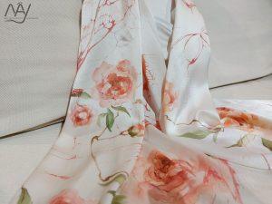 khăn lụa tơ tằm vẽ tay hoa hồng 3