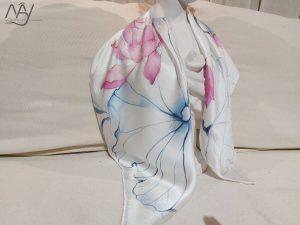 khăn lụa tơ tằm vẽ tay hoa sen 1