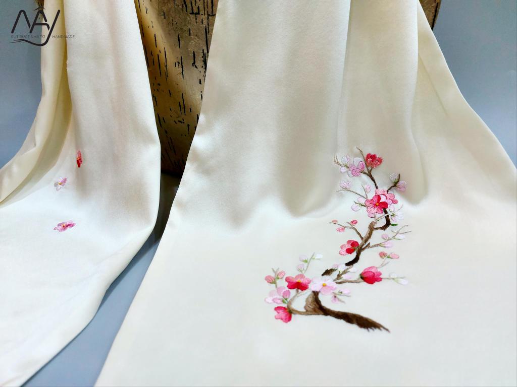khăn lụa tơ tằm thêu tay hoa đào màu be 3